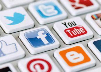 وسائل التواصل الاجتماعي: جرعات أدمنت عليها الأمهات